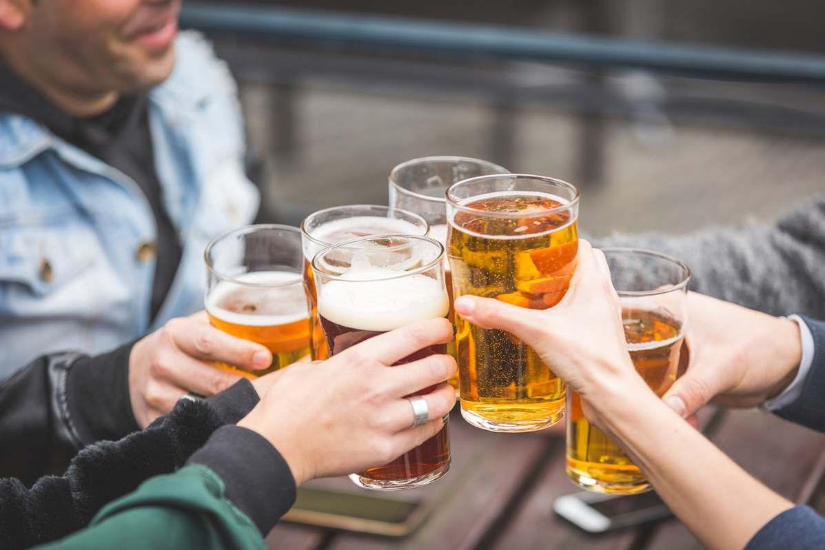 Разливное пиво с друзьями